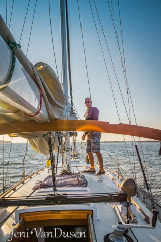 Putting up the mainsail on Tayana 37 Ramble On